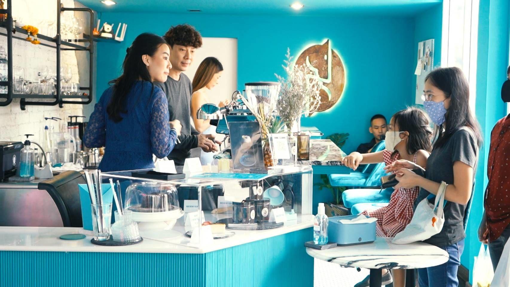 'ตลาดนัดสมหวัง' พาชิมกาแฟรสเข้มข้น ร้านหรูสุดโมเดิร์นของนักร้องหนุ่ม 'นุ วง Zheez'   ข่าวโดย Tadoo