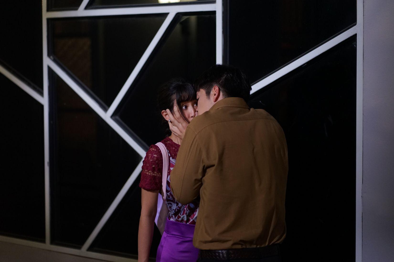 มิ้นต์ ตกใจ อาเล็ก จูบแบบไม่ทันตั้งตัวใน ดวงแบบนี้ไม่มีจู๋ | ข่าวโดย Tadoo