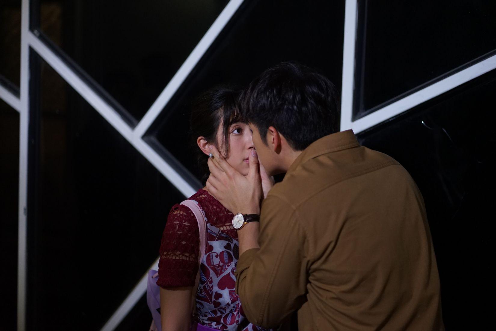 มิ้นต์ ตกใจ อาเล็ก จูบแบบไม่ทันตั้งตัวใน ดวงแบบนี้ไม่มีจู๋ | Tadoo